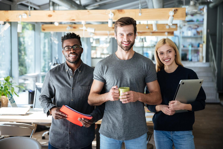 Diferentes perfis de profissionais ilustrando os diferentes tipos de plano de carreira